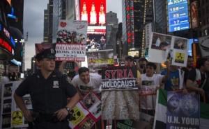 SYRIA - manif anti-guerre à New-York (2013 08 30) FR