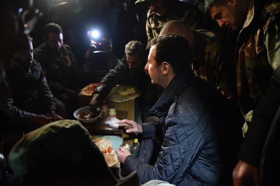 SYRIA - Bachar nouvel an a Jobar (2014 12 31) FR (4)